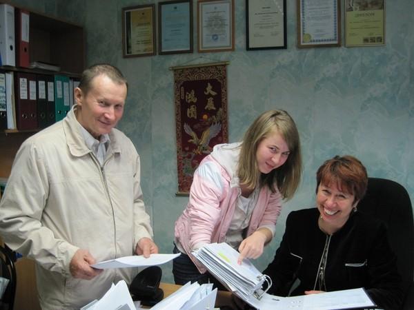 Николай колпащиков и надежда холманских (справа)