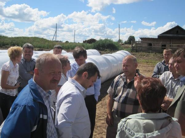 О.и. мусихин (в центре) с участниками совещания