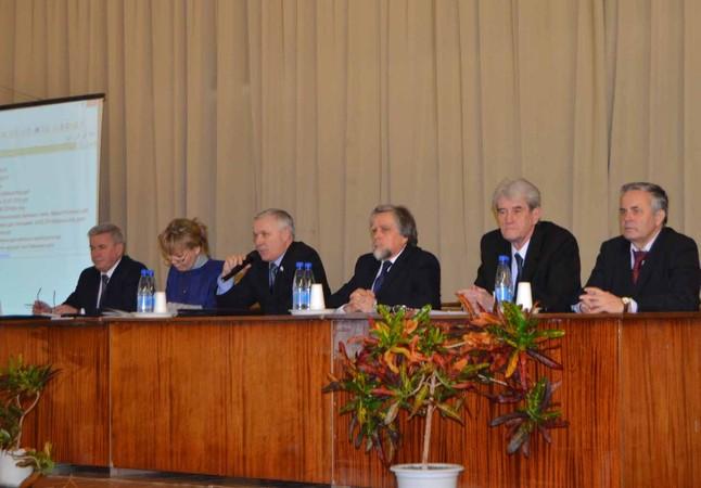 В президиуме заседания областного штаба