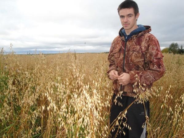 А.В.Угрюмов на овсяном поле
